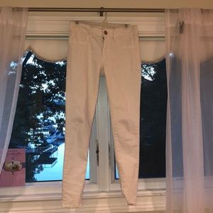 AMERICAN EAGLE WHITE STRETCHY JEANS